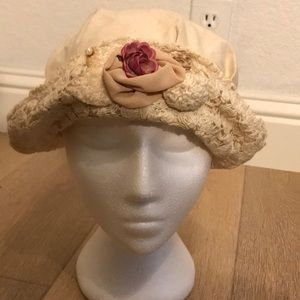 🦚 Ladies Atenti flowers, lace and pearl hat